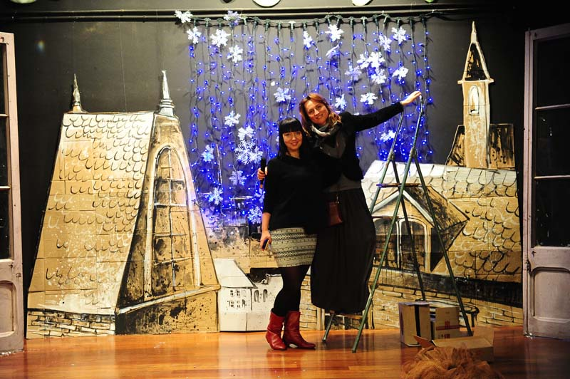 Nuestras decoradoras del escenario - Elena y Ksenia.