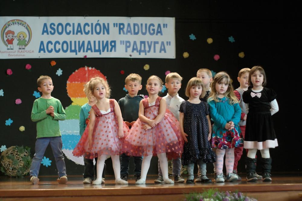 Los mas peques cantan la primera vez en un escenario grande