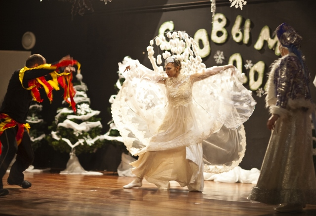 Вьюга побеждает Огонь, спасает Снегурочку...